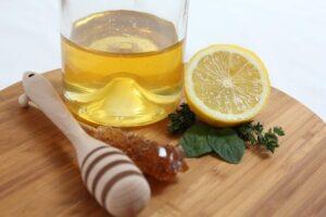 Alte Hausmittel und Hausrezepte für Ihre Gesundheit mit Zitrone